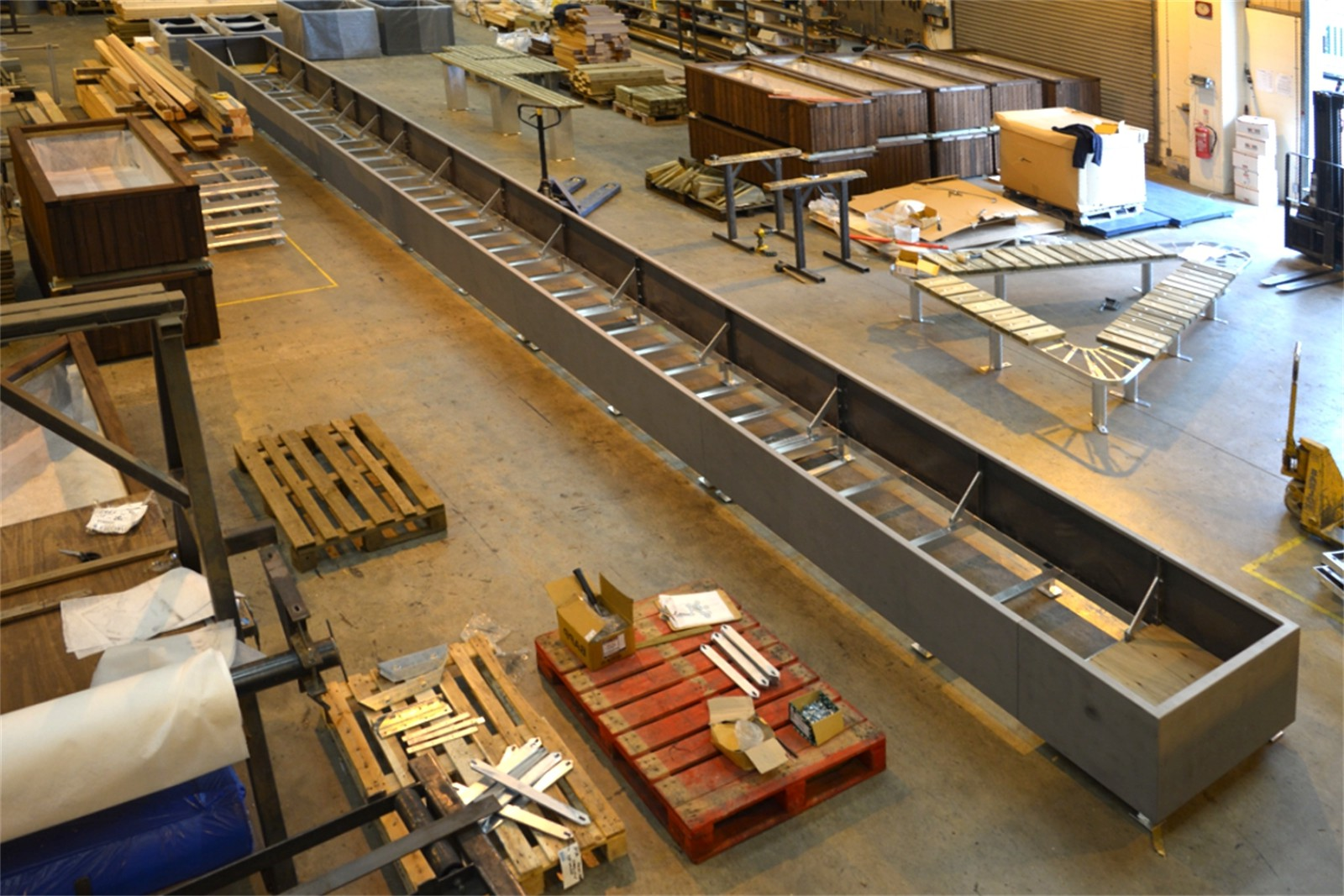 20pbw25 - Bowden long planter in manufacture