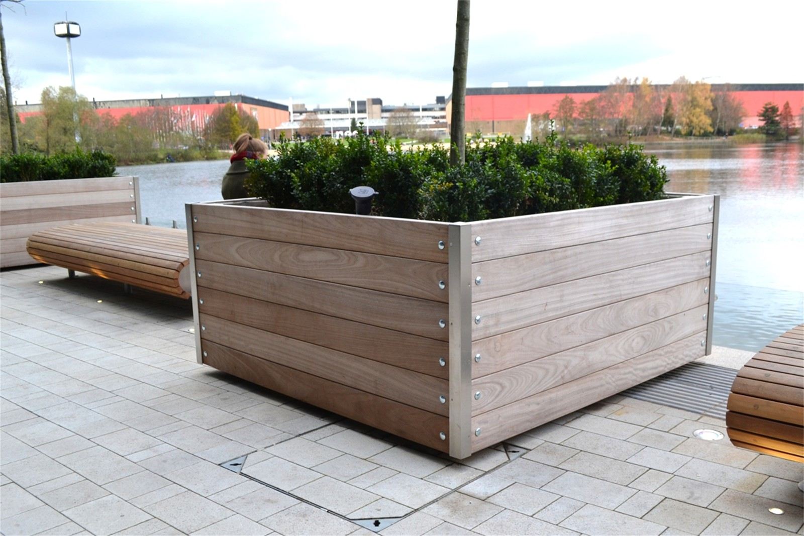 20pmw32 - Mews large planters