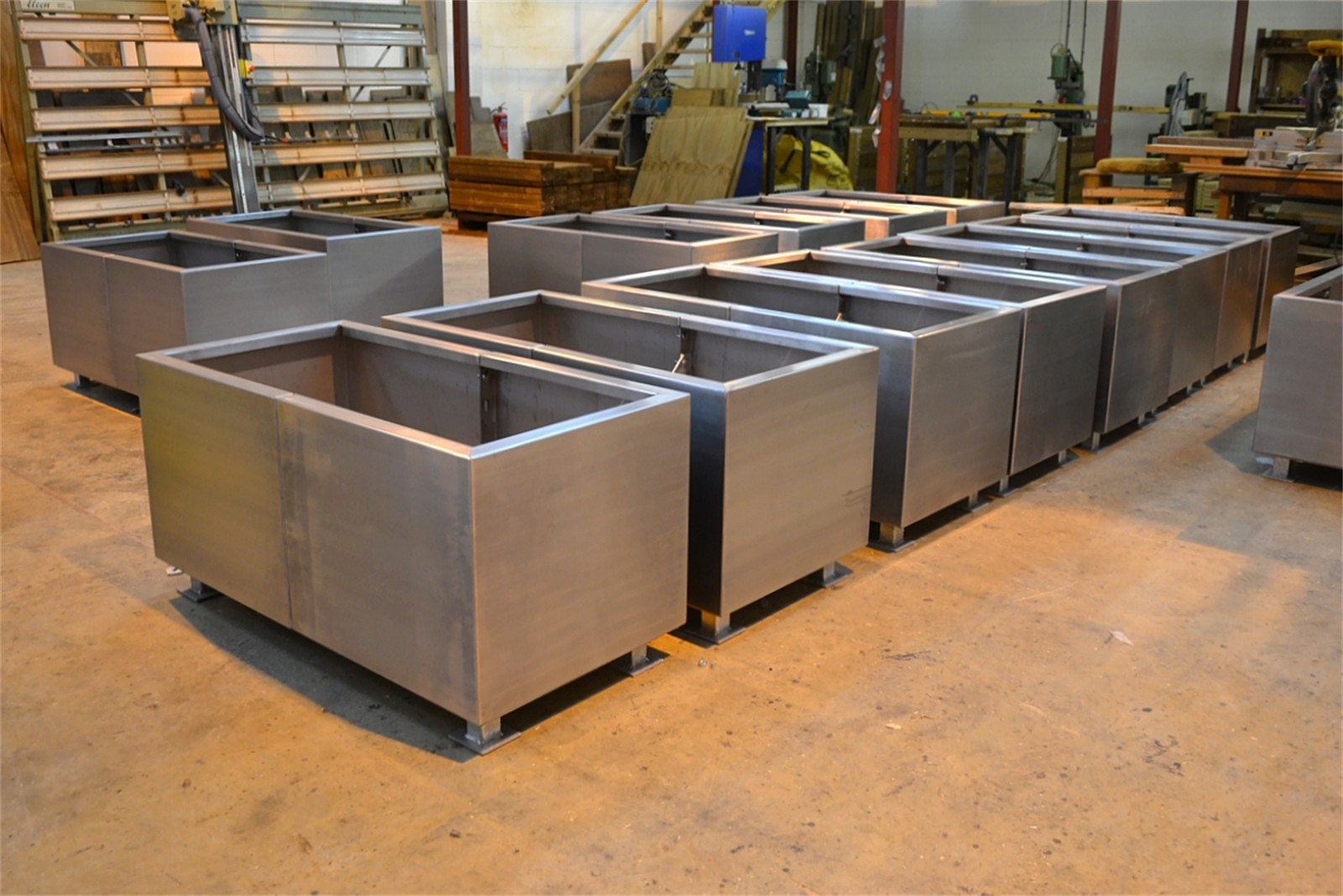 33p07 - Gretton stainless steel planters in manufacture
