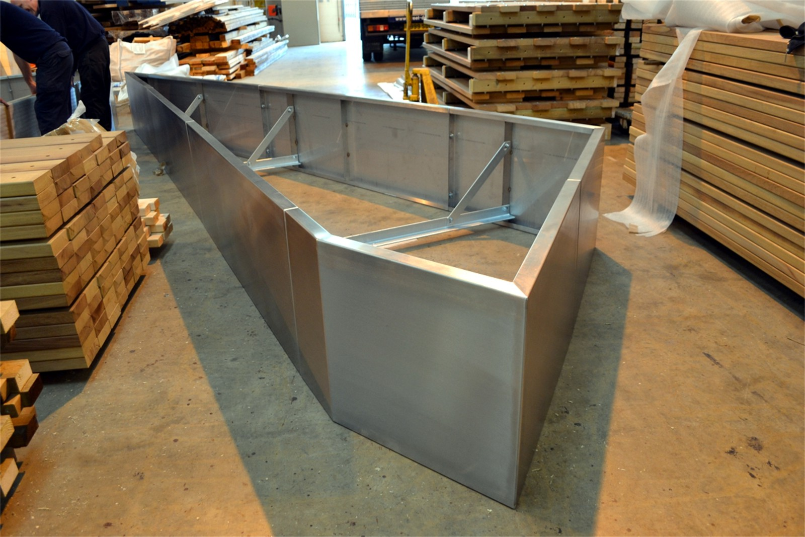 33p10 - Gretton stainless steel planter walling in manufacture