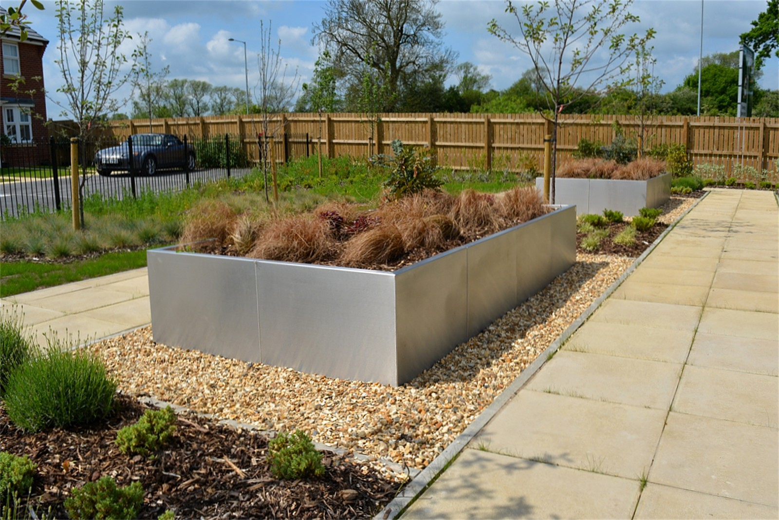 33p13 - Gretton stainless steel planter walling
