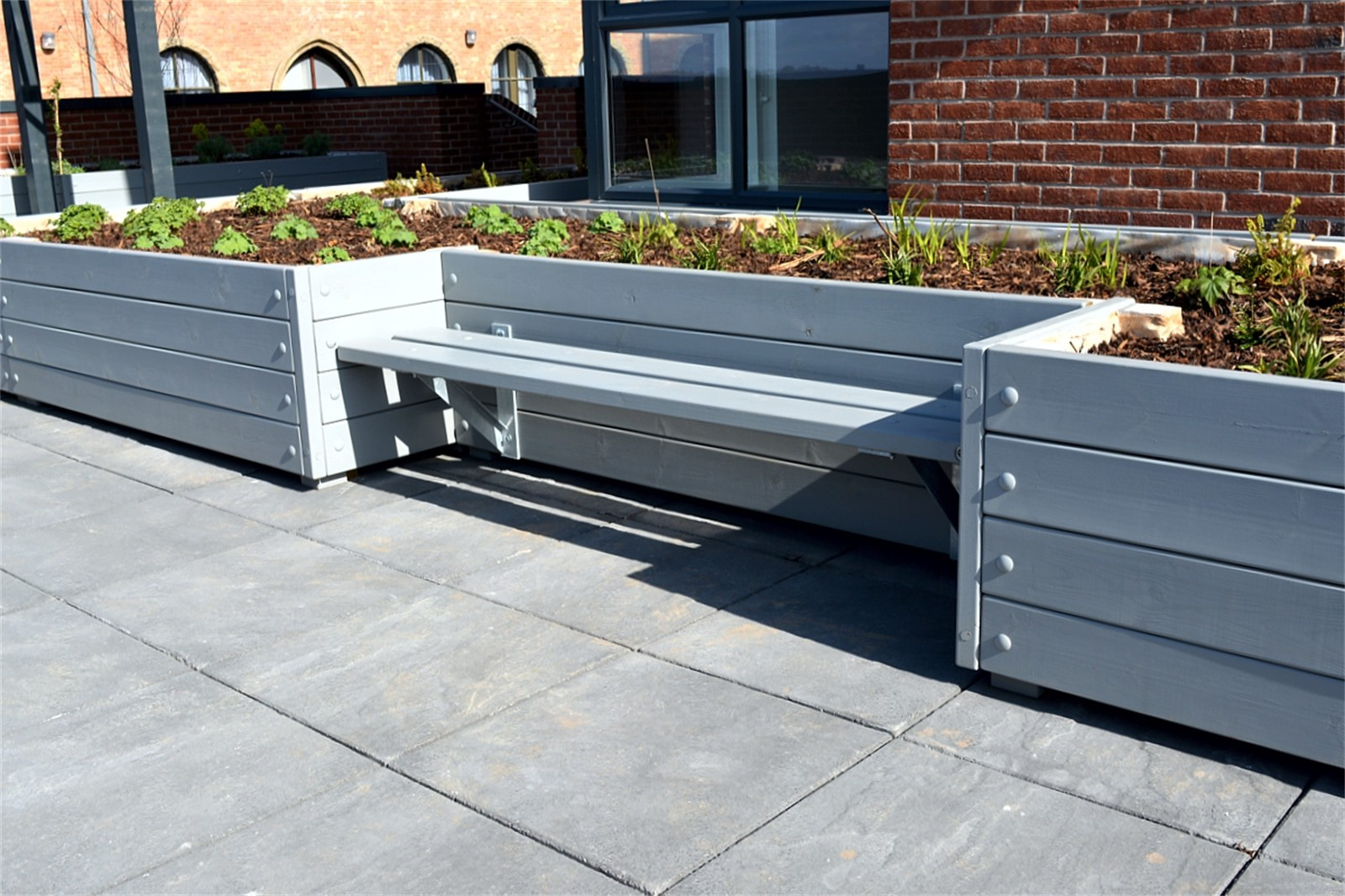 38pgr55 - Grenadier planters with Henley bench
