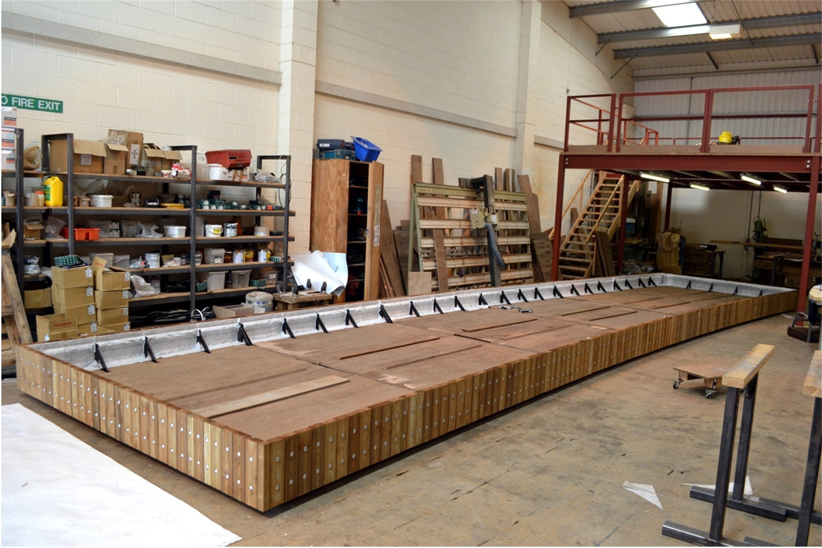 38psw10 - Swithland large shaped planter in manufacture