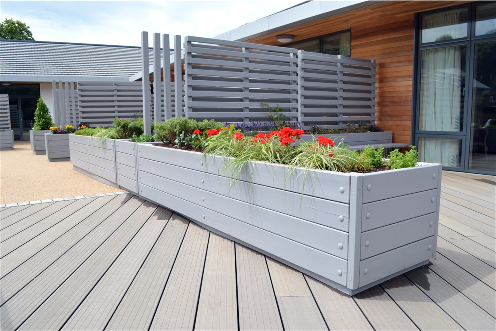 40p01 - Grenadier long barrier planters with slatted screens