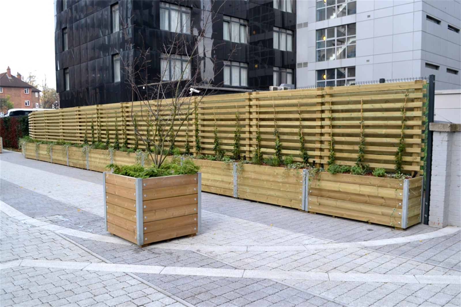40p14 - Mews long barrier planters with slatted screens