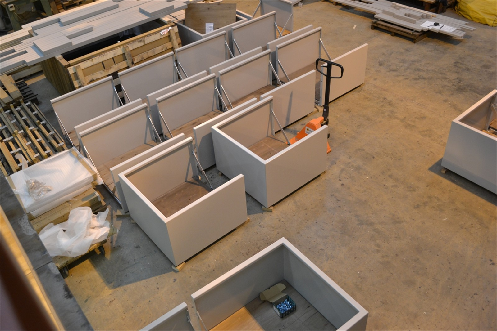 40psr09 - Stratum planter sections in manufacture