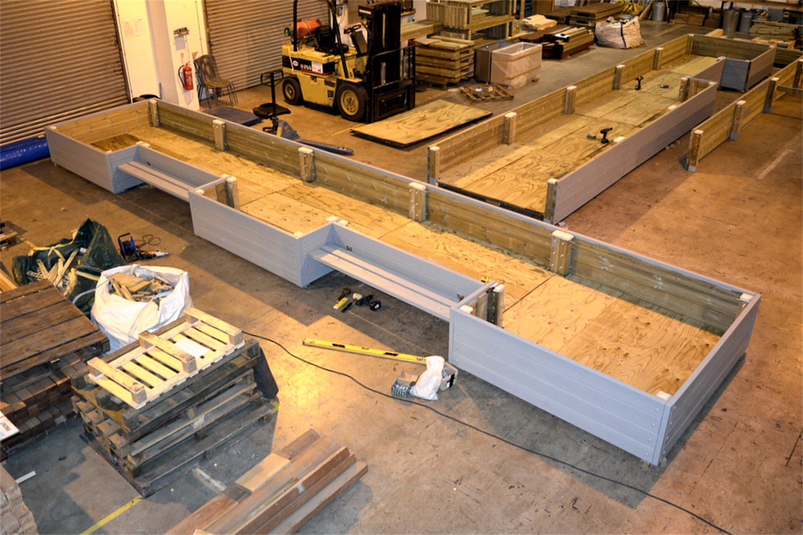 41pgr21 - Large Grenadier planter in manufacture