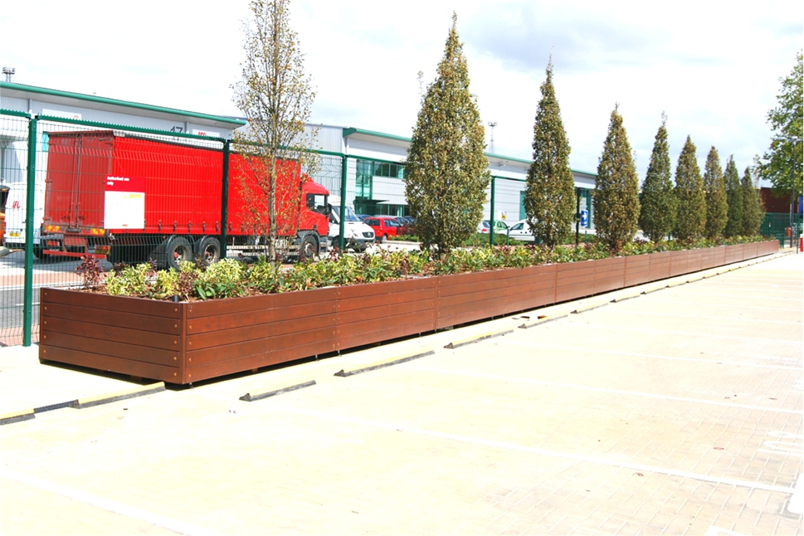 41pgr04 - Large 50m long Grenadier planter