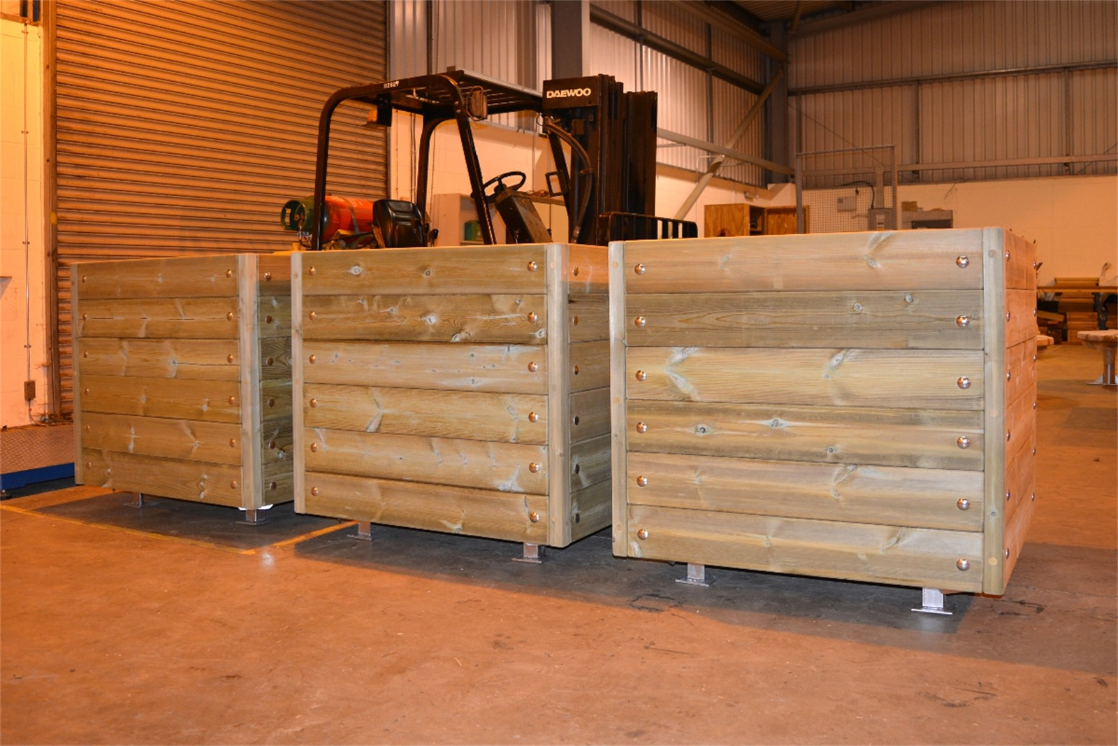 43p16 - Mews movable planters with steel frame in manufacture