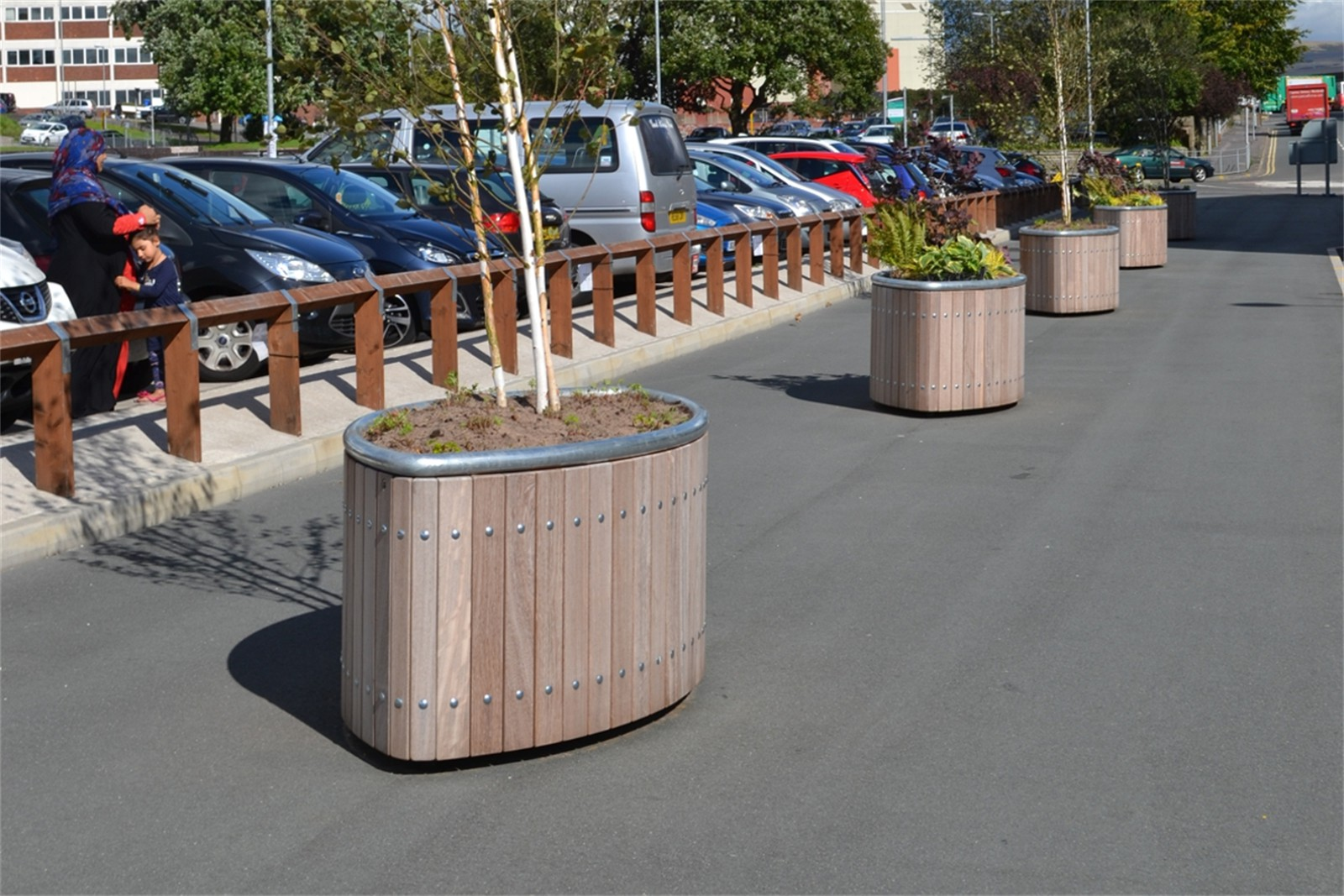 47pca42 - Castleton elliptical tree planters