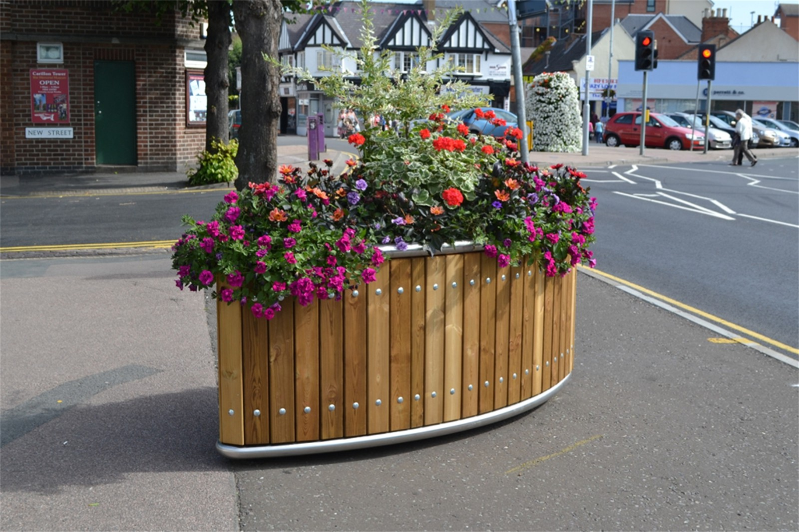 47p11 - Stockport elliptical planter