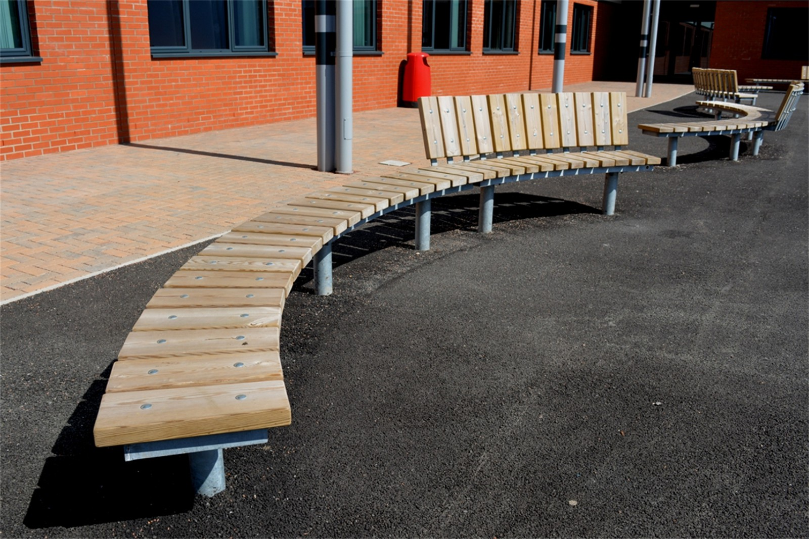 60ssp27 - Spalding long curved bench / seat