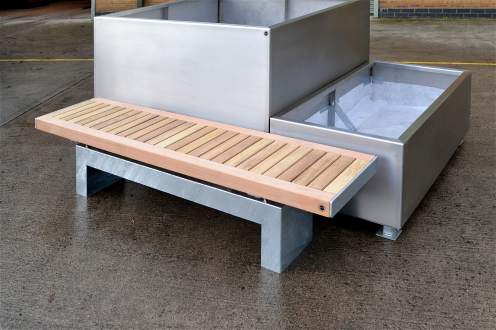 70ssh19 - Sheldon timber and galvanised mild steel bench