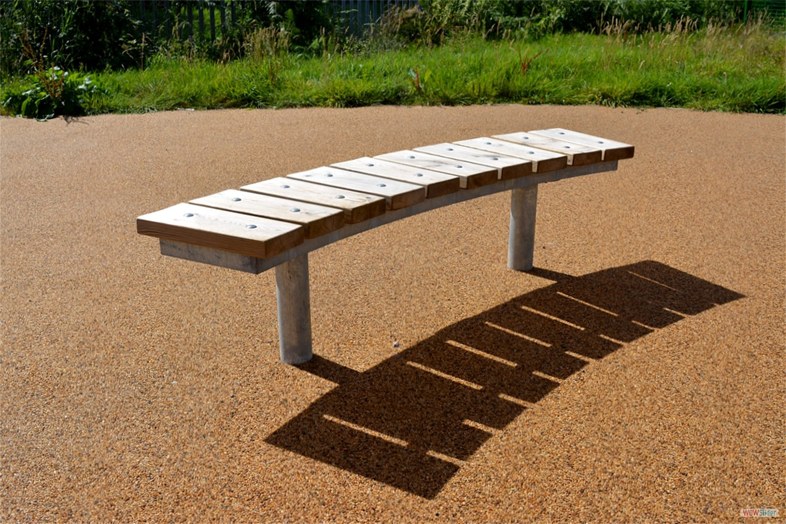 75s12 - Spalding curved bench