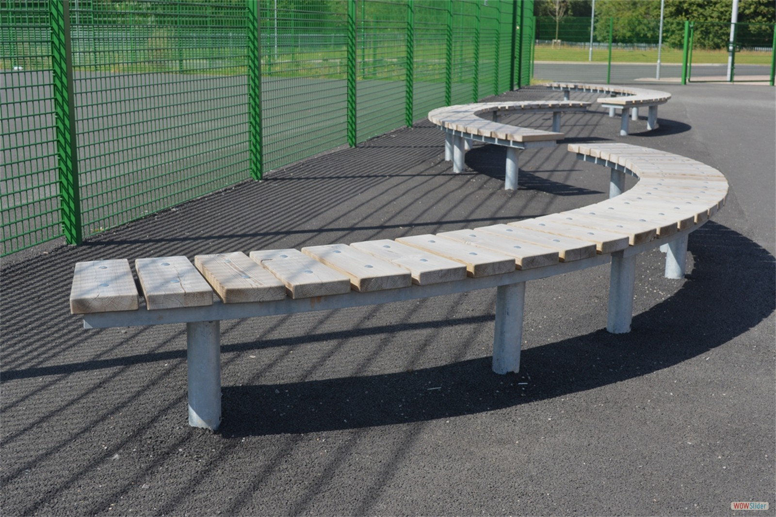 75s14 - Spalding long curved benches
