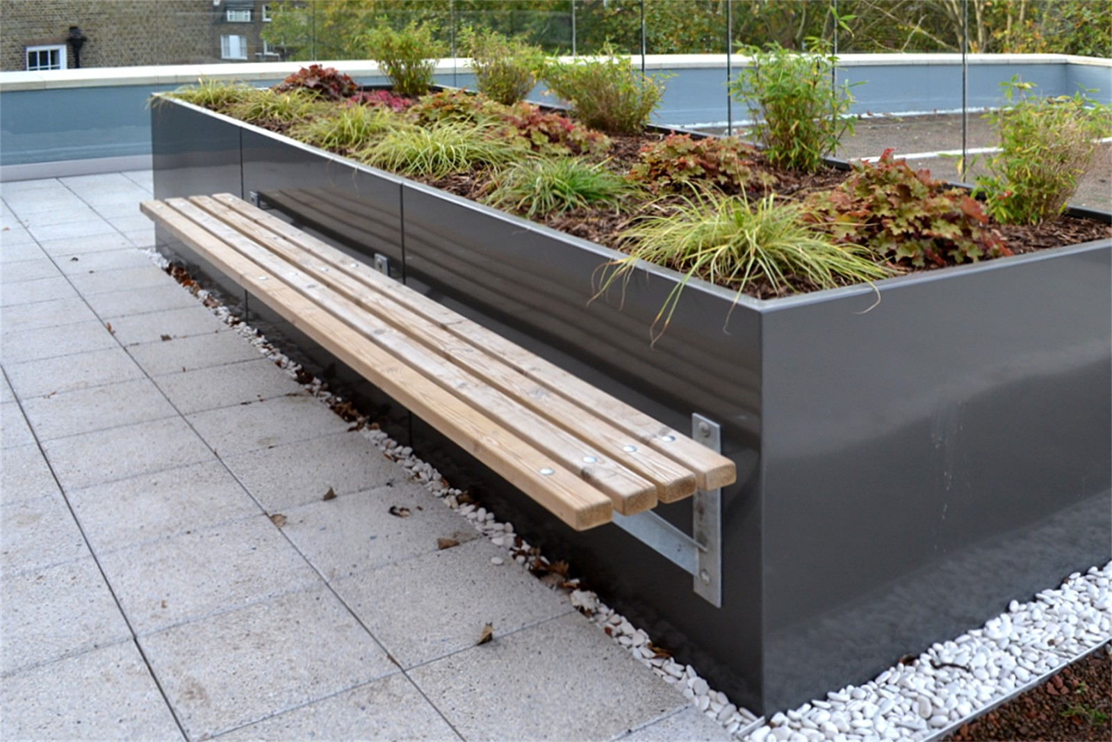 76sbe19 - Bexley long planter bench
