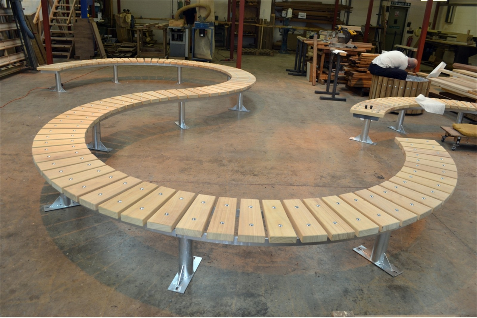 76ssp11 - Spalding long s-shaped bench in manufacture