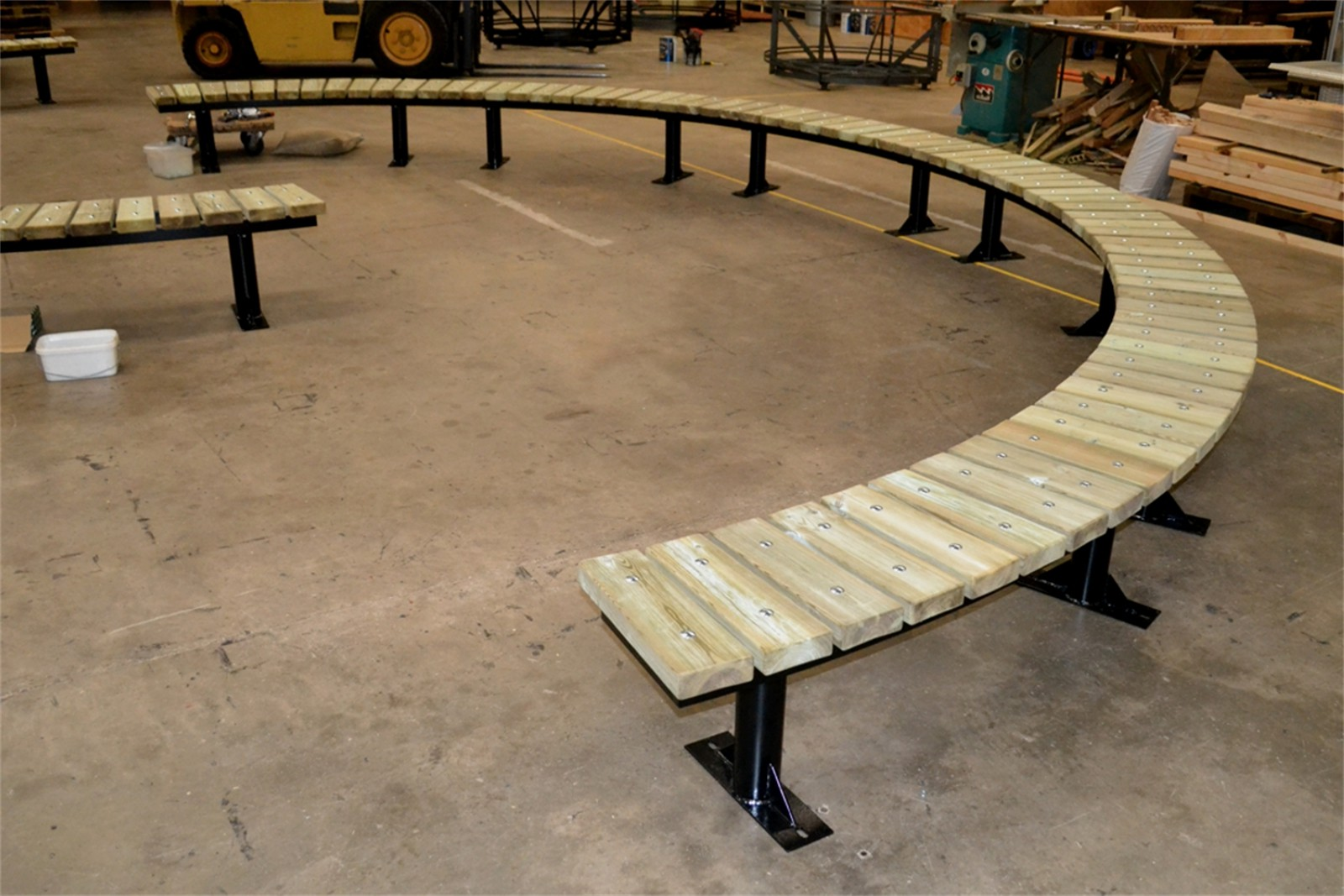 76ssp38 - Spalding long curved bench in manufacture