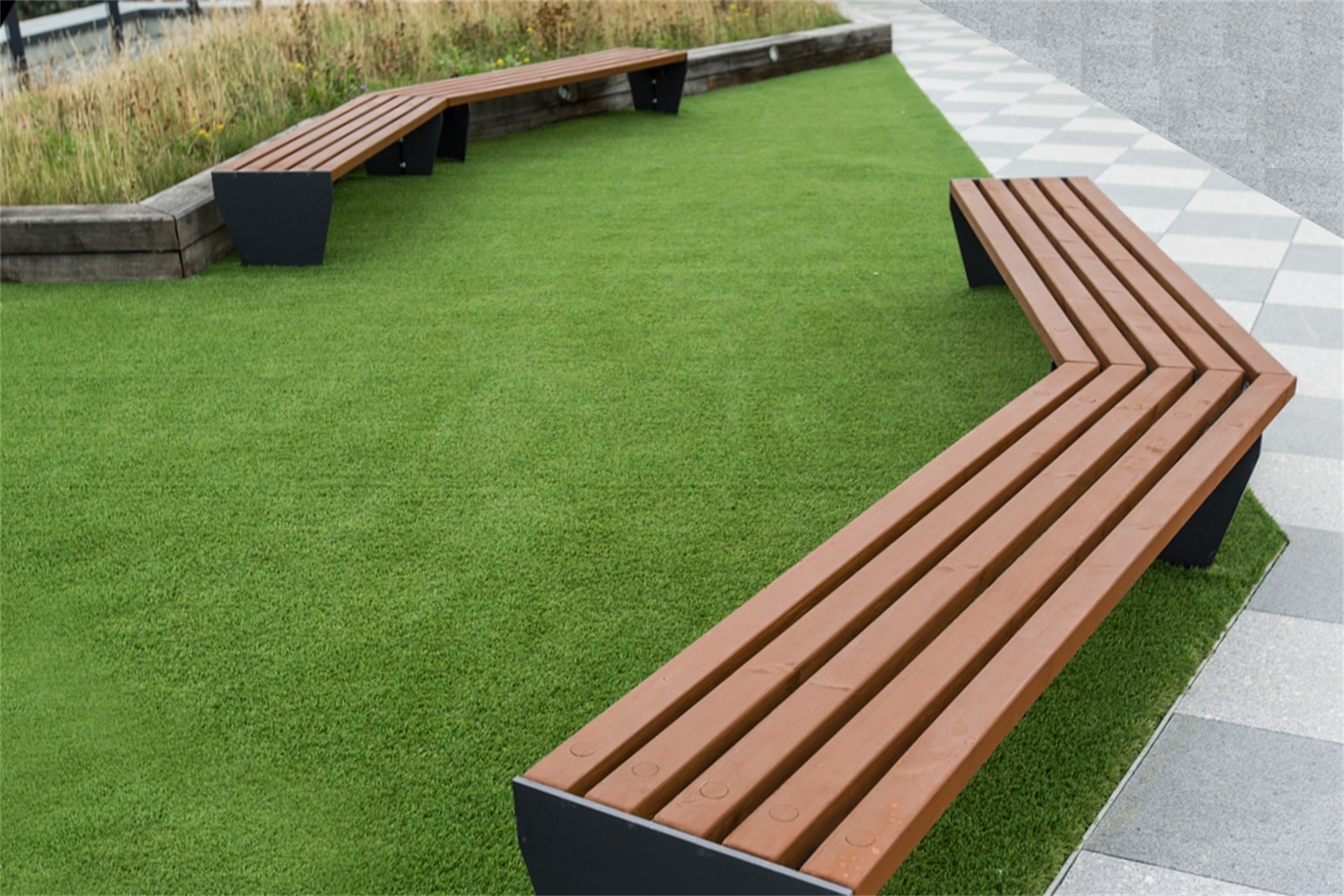 c121t01 - Angled timber slatted benches