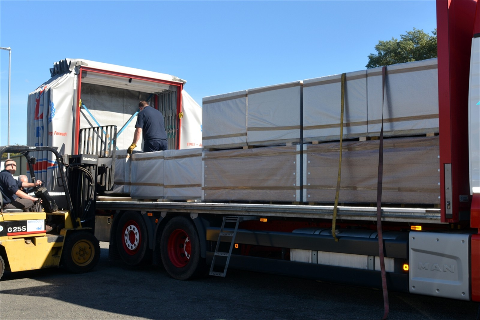 c121t10 - Planters loaded ready for delivery to site