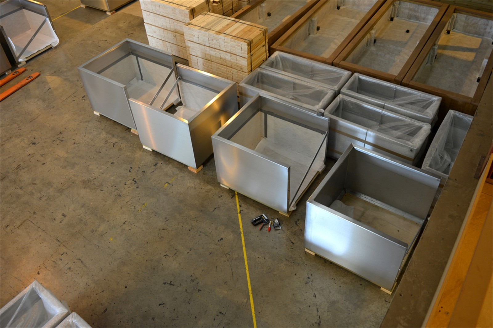 c121t03 - Gretton stainless steel planters in manufacture