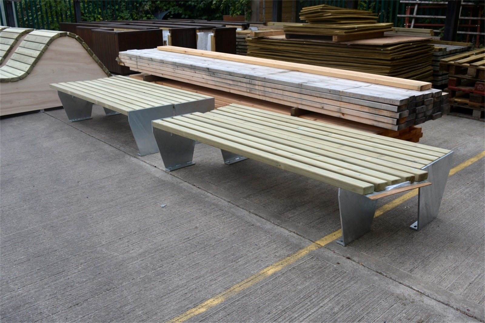 c121t04 - Angled timber slatted benches in manufacture