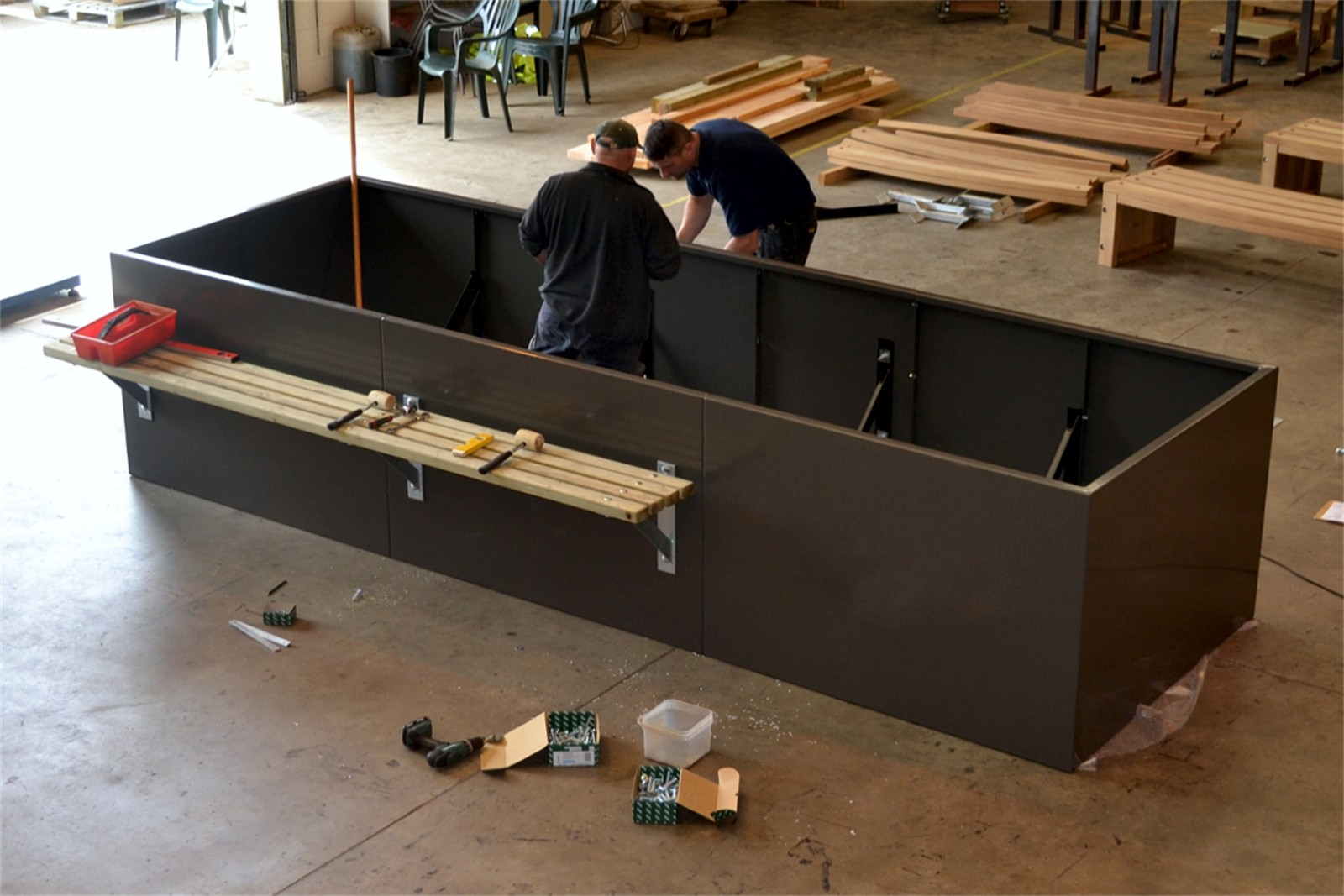 c121v02 - Stratum planter walling with bench in manufacture