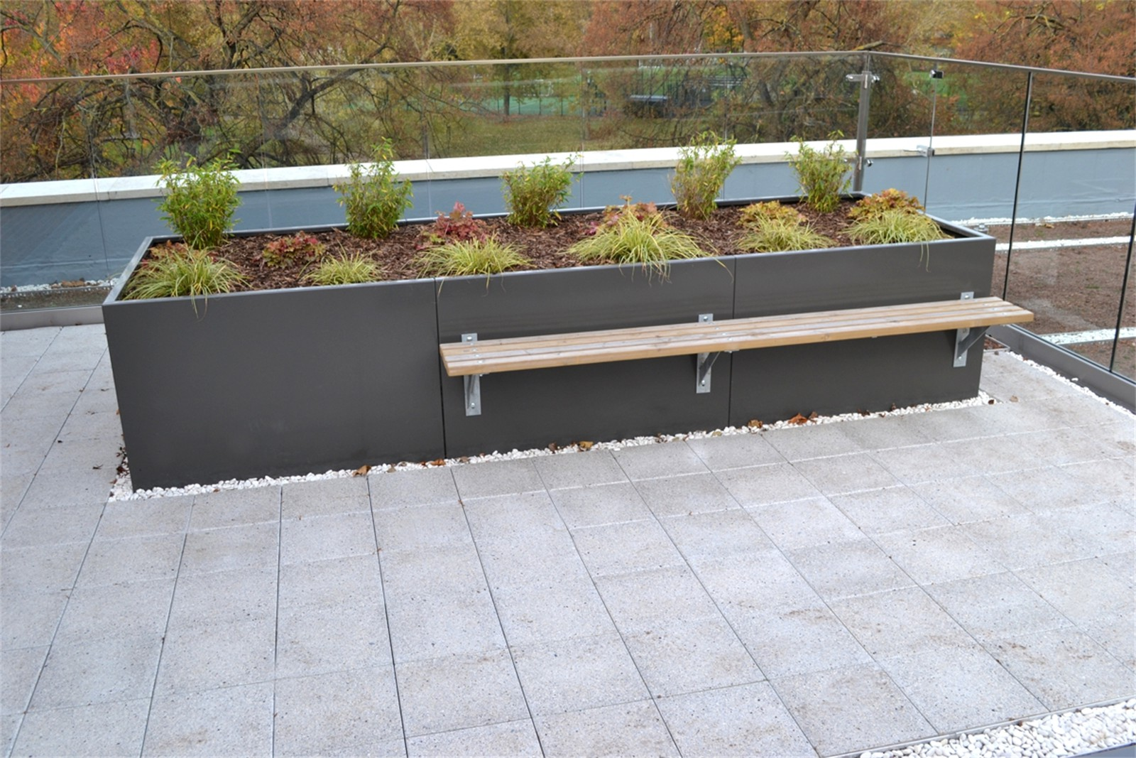 c121v08 - Stratum planter walling with Bexley planter bench