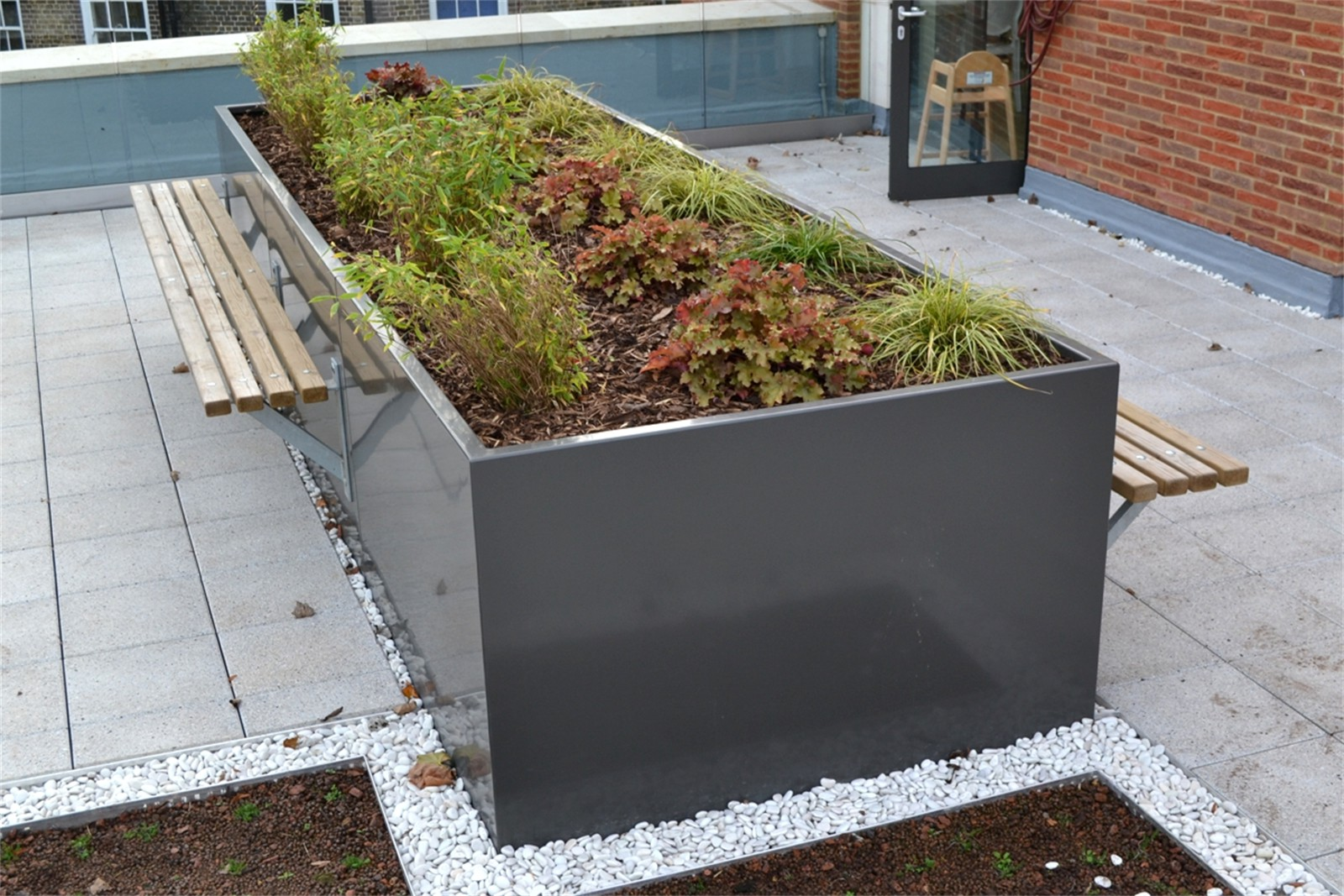 c121v09 - Stratum planter walling with Bexley planter benches