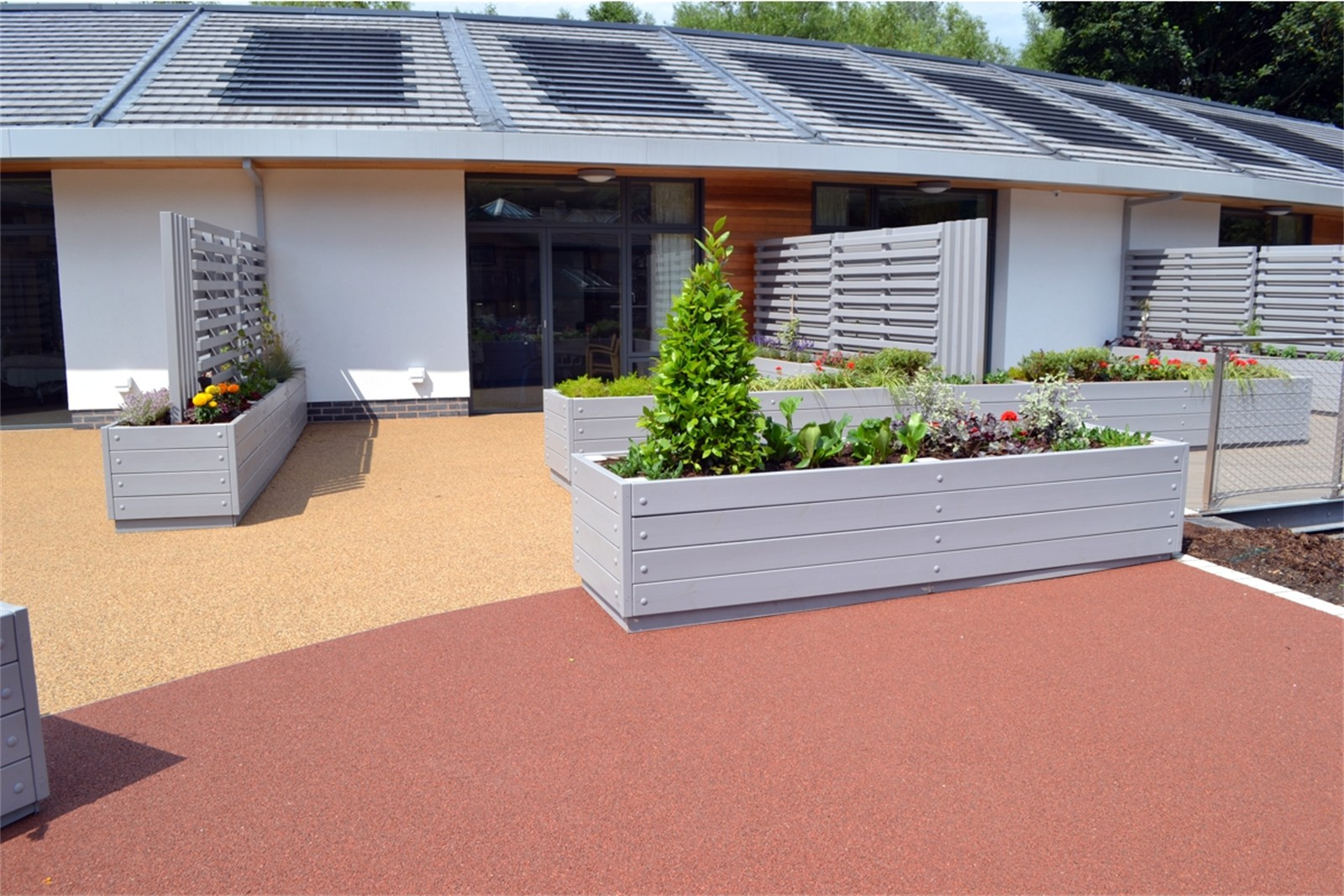 c12303 - Kirkwood Hospice, planters, seating and screens