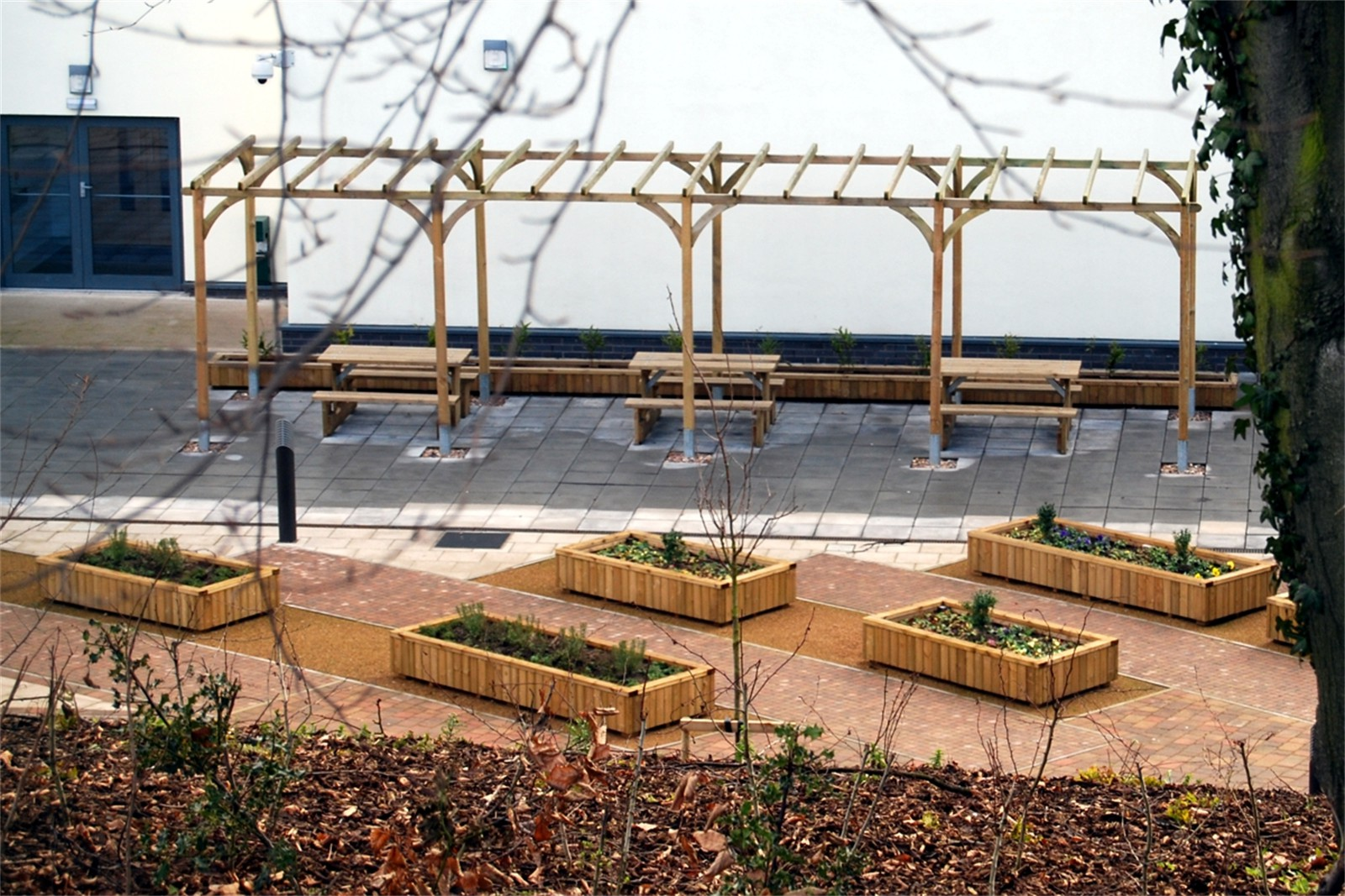 c12304 - Pontefract Hospital, planters, seating and tables