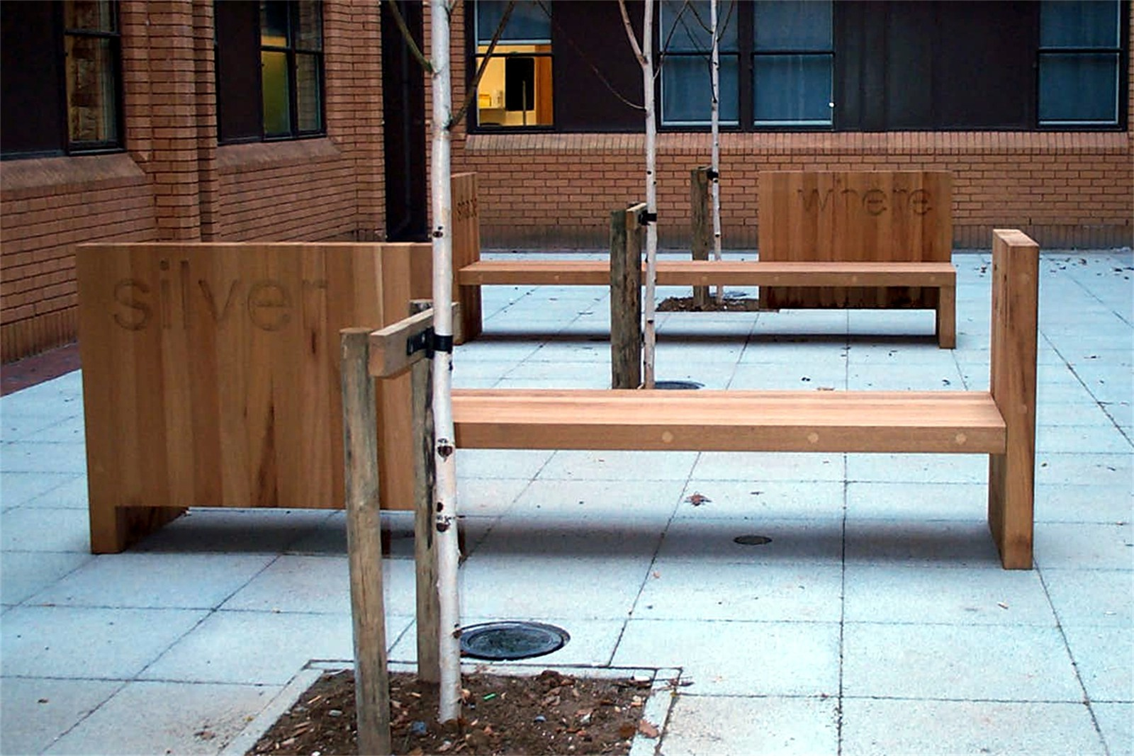c12306 - Musgrove Park Hospital, bespoke seating and planter