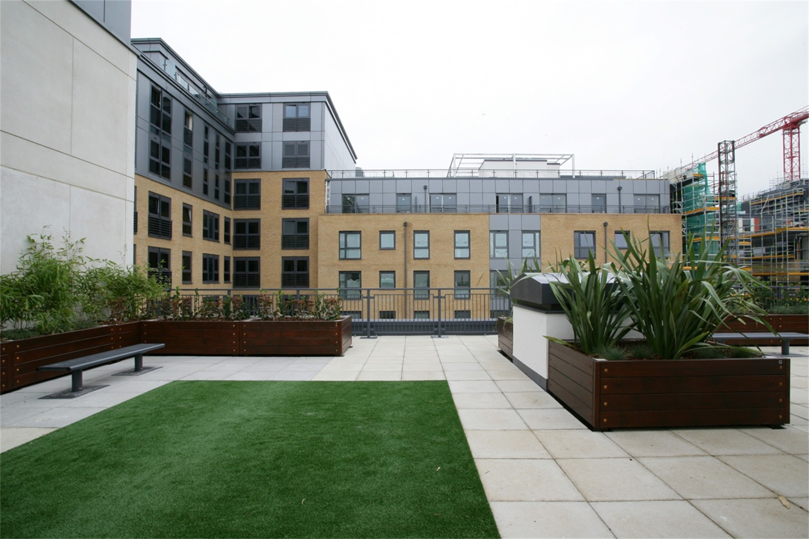 c124c - Imperial Wharf residential development, roof top planters