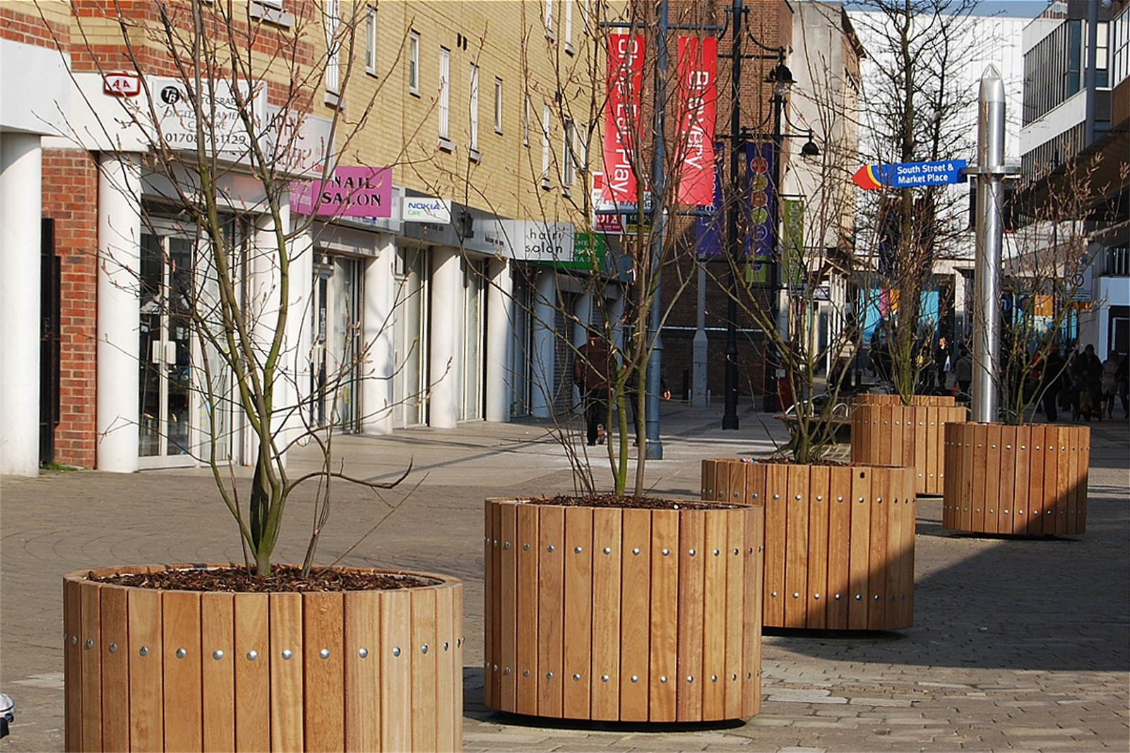 c12506 - Brewery Shopping Centre, tree planters